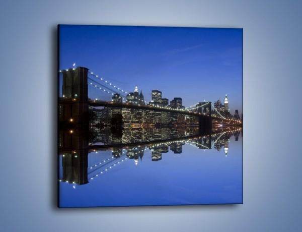 Obraz na płótnie – Most Brookliński w odbiciu wody – jednoczęściowy kwadratowy AM626