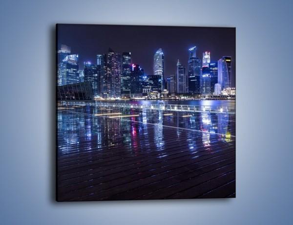 Obraz na płótnie – Światła miasta odbite w kałużach deszczu – jednoczęściowy kwadratowy AM628