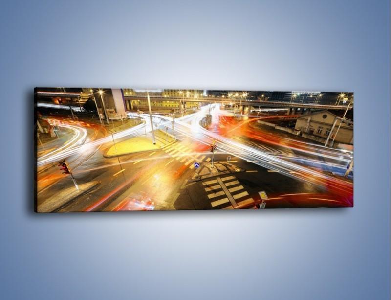 Obraz na płótnie – Światła samochodów w ruchu na skrzyżowaniu – jednoczęściowy panoramiczny AM279