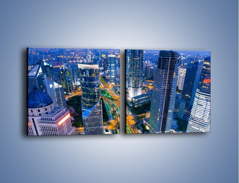 Obraz na płótnie – Oświetlone miasto wczesnym wieczorem – dwuczęściowy kwadratowy poziomy AM026