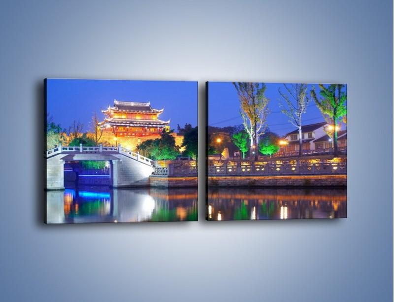 Obraz na płótnie – Dom w Japonii w świetle lamp nocnych – dwuczęściowy kwadratowy poziomy AM046