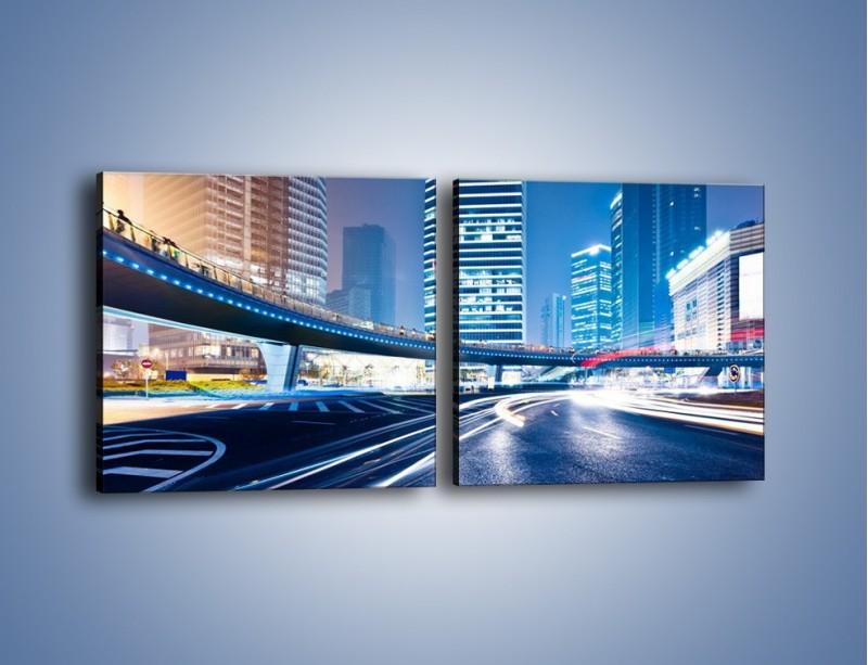 Obraz na płótnie – Wieczorny ruch uliczny w centrum miasta – dwuczęściowy kwadratowy poziomy AM051