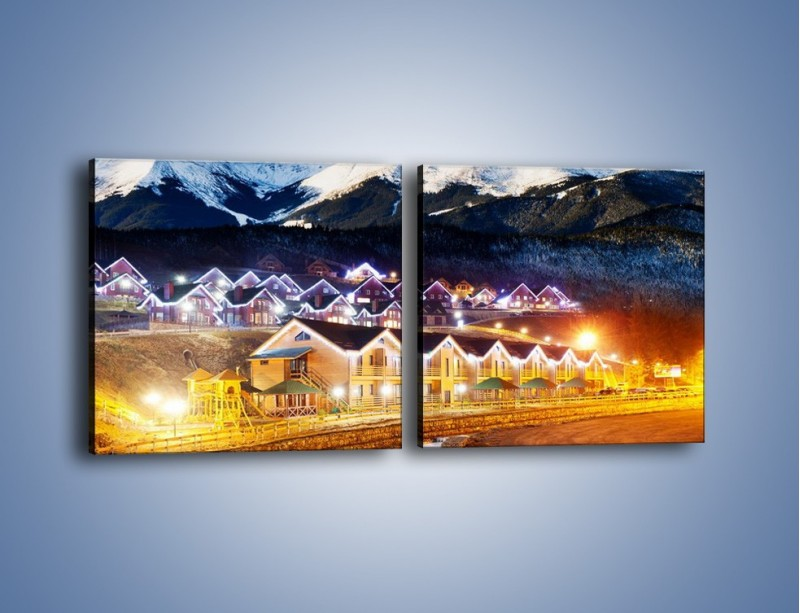 Obraz na płótnie – Oświetlone domki pod górami – dwuczęściowy kwadratowy poziomy AM070