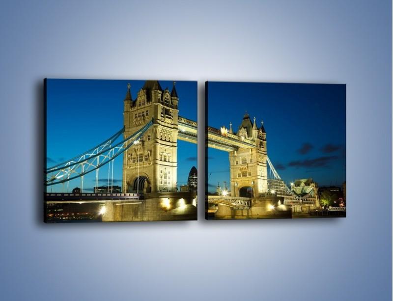 Obraz na płótnie – Tower Bridge wieczorową porą – dwuczęściowy kwadratowy poziomy AM159