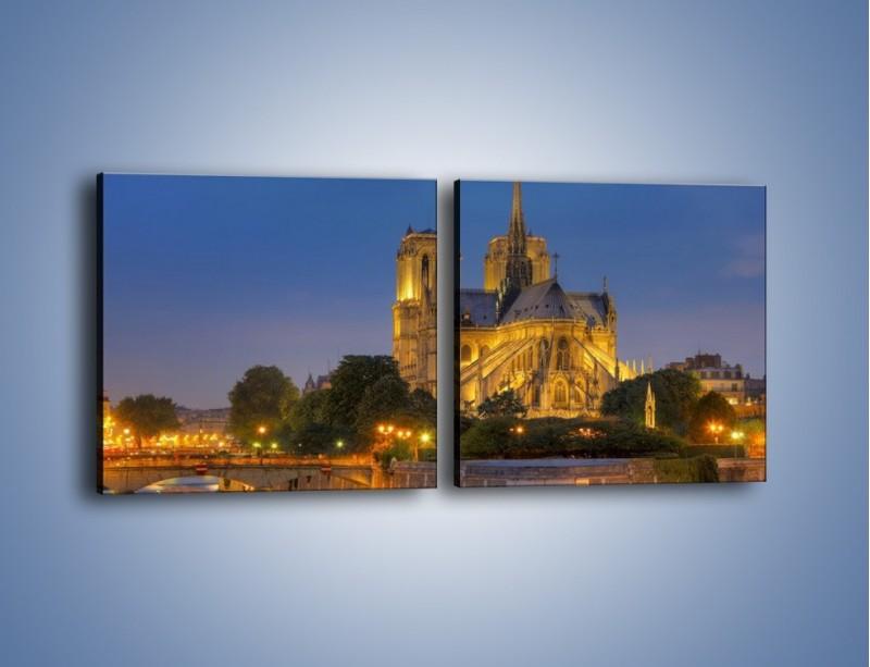 Obraz na płótnie – Kościół w świetle wieczornych lamp – dwuczęściowy kwadratowy poziomy AM170
