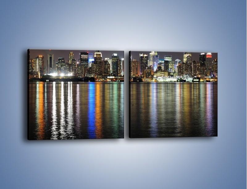 Obraz na płótnie – Światła miasta w lustrzanym odbiciu wody – dwuczęściowy kwadratowy poziomy AM222