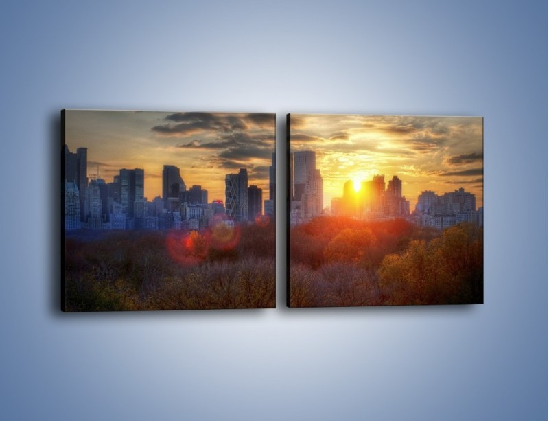 Obraz na płótnie – Wschód słońca nad miastem – dwuczęściowy kwadratowy poziomy AM318