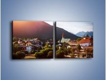 Obraz na płótnie – Austryjackie miasteczko u podnóży gór – dwuczęściowy kwadratowy poziomy AM496
