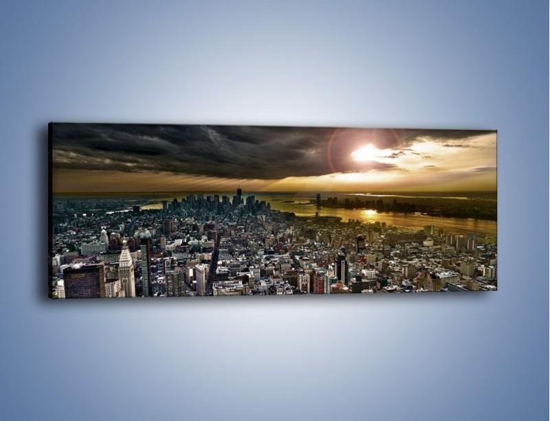 Obraz na płótnie – Czarne chmury nad Nowym Yorkiem – jednoczęściowy panoramiczny AM347