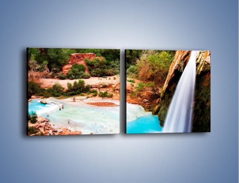 Obraz na płótnie – Zabawy przy wodospadzie – dwuczęściowy kwadratowy poziomy KN095