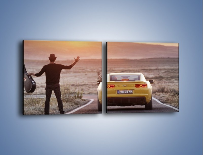 Obraz na płótnie – Chevrolet Camaro na pustynnej drodze – dwuczęściowy kwadratowy poziomy TM080