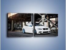 Obraz na płótnie – BMW E92 M3 Coupe pod starym mostem – dwuczęściowy kwadratowy poziomy TM088
