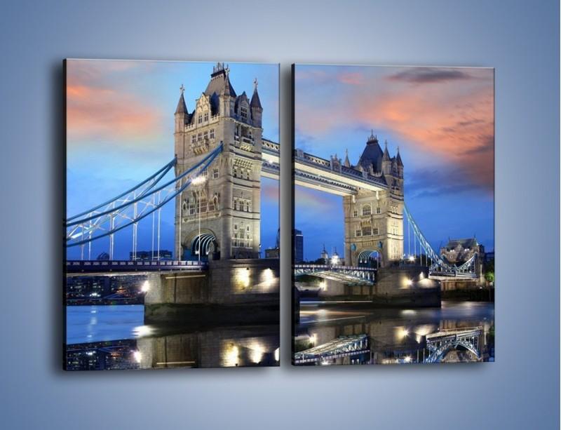Obraz na płótnie – Tower Bridge w odbiciu wody – dwuczęściowy prostokątny pionowy AM083