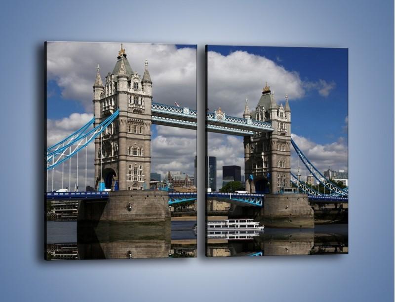 Obraz na płótnie – Tower Bridge w lustrzanym odbiciu wody – dwuczęściowy prostokątny pionowy AM084