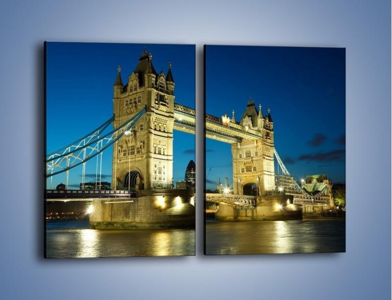 Obraz na płótnie – Tower Bridge wieczorową porą – dwuczęściowy prostokątny pionowy AM159