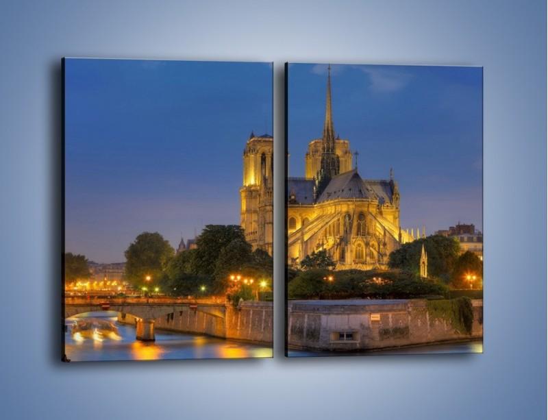Obraz na płótnie – Kościół w świetle wieczornych lamp – dwuczęściowy prostokątny pionowy AM170