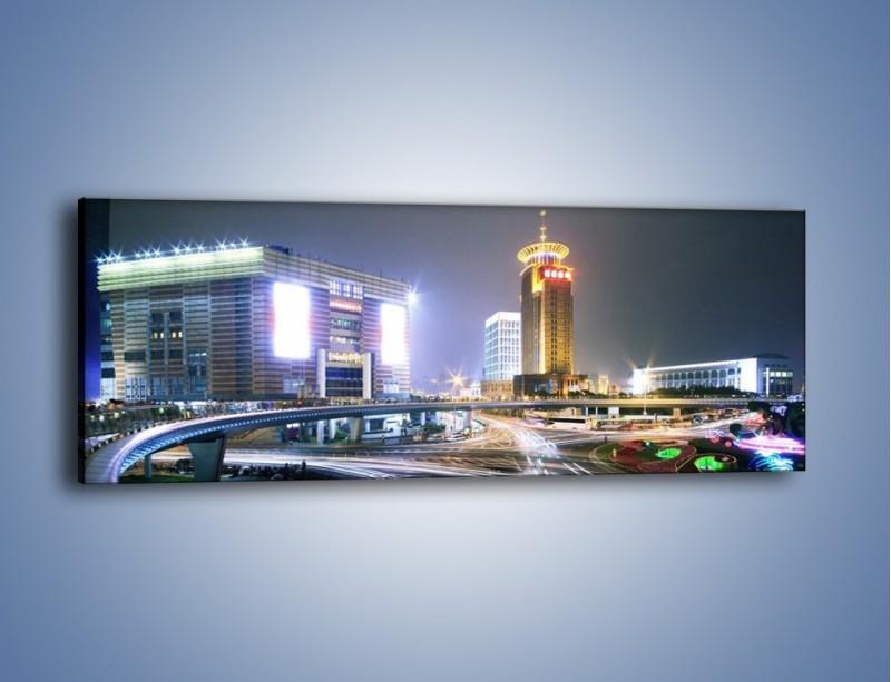 Obraz na płótnie – Oświetlone skrzyżowanie ulic w Szanghaju – jednoczęściowy panoramiczny AM446
