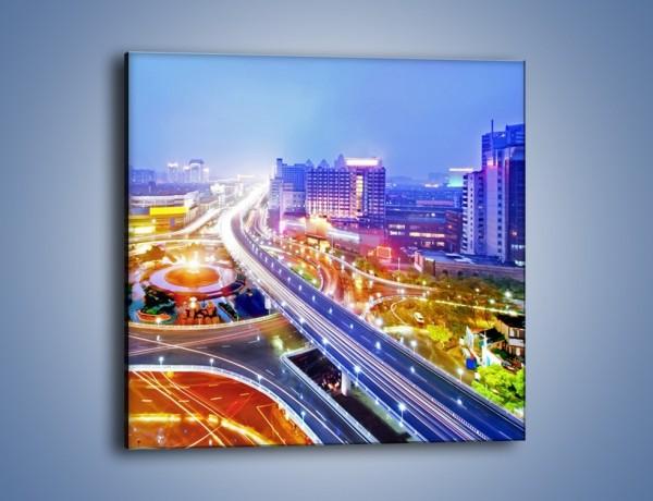 Obraz na płótnie – Rozświetlona miejska estakada – jednoczęściowy kwadratowy AM729