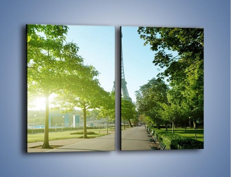 Obraz na płótnie – Uliczka w parku na tle Wieży Eiffla – dwuczęściowy prostokątny pionowy AM308
