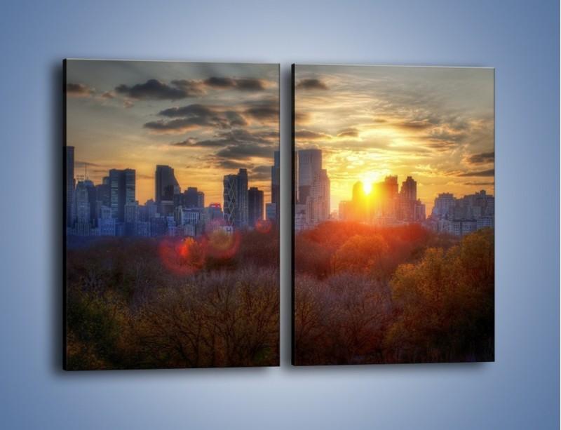 Obraz na płótnie – Wschód słońca nad miastem – dwuczęściowy prostokątny pionowy AM318