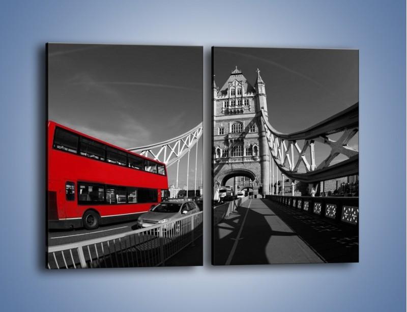 Obraz na płótnie – Tower Bridge i czerwony autobus – dwuczęściowy prostokątny pionowy AM394