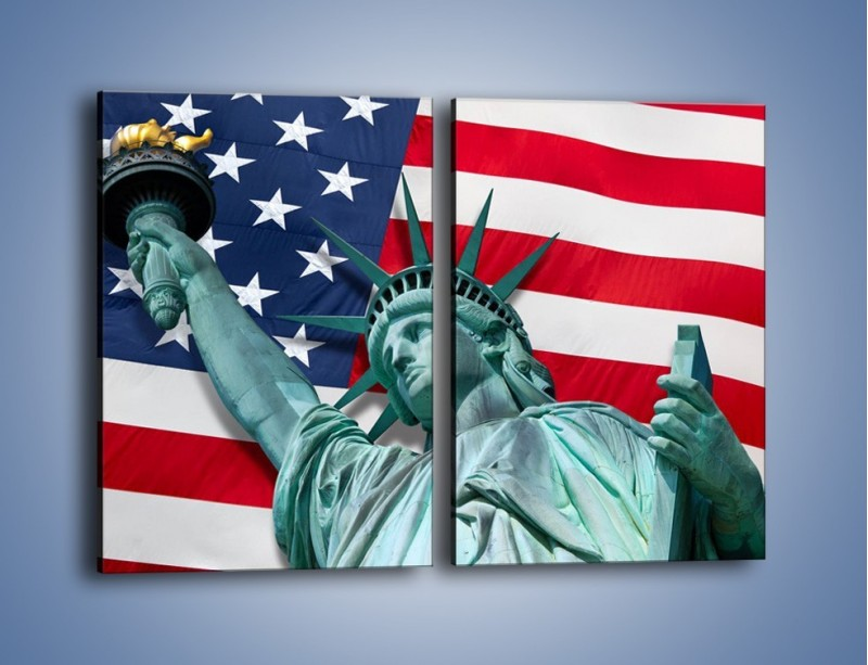 Obraz na płótnie – Statua Wolności na tle flagi USA – dwuczęściowy prostokątny pionowy AM435
