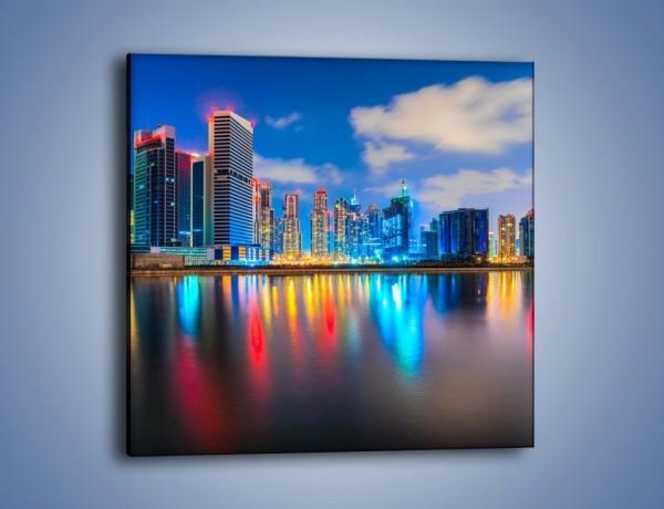 Obraz na płótnie – Kolory Dubaju odbite w wodzie – jednoczęściowy kwadratowy AM740