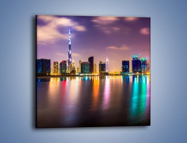 Obraz na płótnie – Światła Dubaju odbite w wodzie – jednoczęściowy kwadratowy AM761