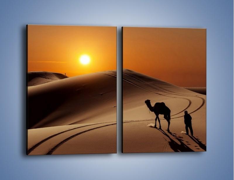 Obraz na płótnie – Człowiek wielbłąd i wydmy – dwuczęściowy prostokątny pionowy KN1134A