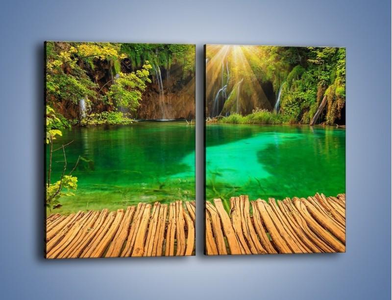 Obraz na płótnie – Zielone oczko wodne i drewno – dwuczęściowy prostokątny pionowy KN1149A