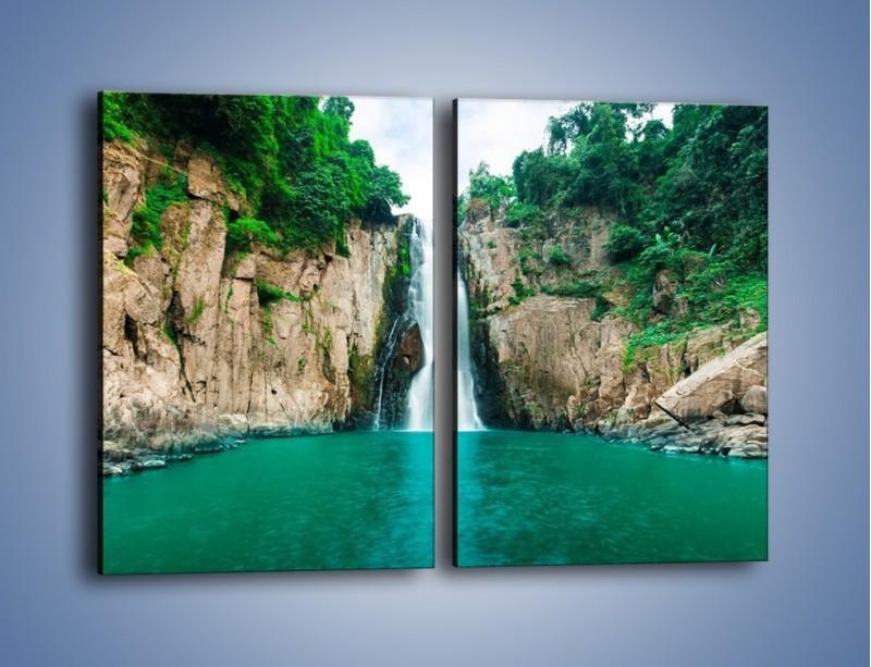 Obraz na płótnie – Skok ze skarpy do wody – dwuczęściowy prostokątny pionowy KN1184A
