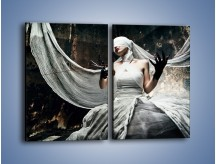 Obraz na płótnie – Dama w białych bandażach – dwuczęściowy prostokątny pionowy L278