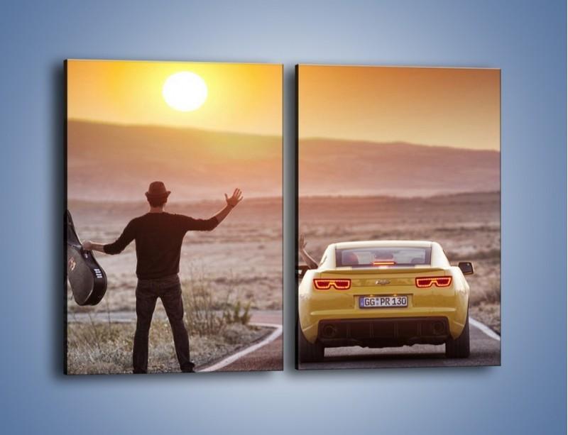 Obraz na płótnie – Chevrolet Camaro na pustynnej drodze – dwuczęściowy prostokątny pionowy TM080