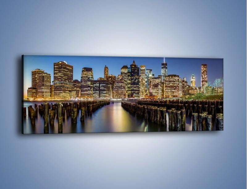 Obraz na płótnie – Zniszczone molo i widok na Manhattan – jednoczęściowy panoramiczny AM601