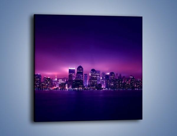 Obraz na płótnie – Wieżowce w odcieniach fioletu – jednoczęściowy kwadratowy AM008