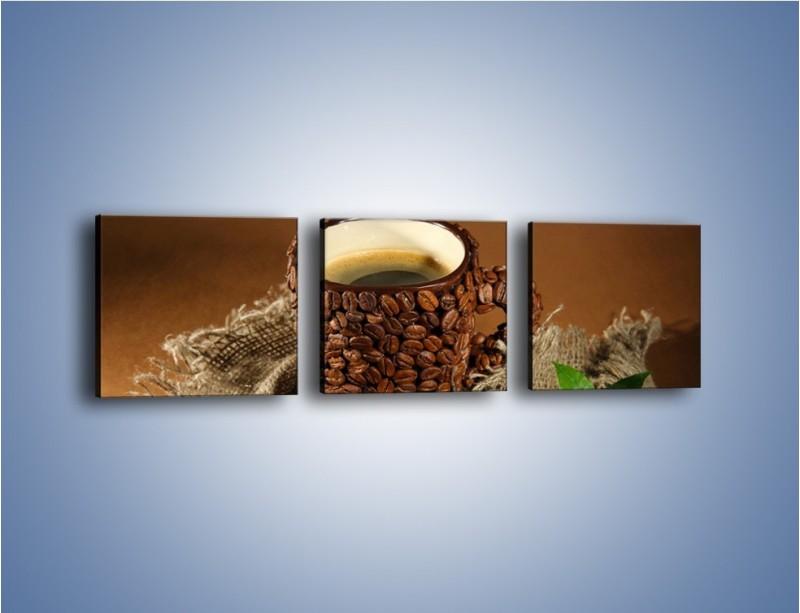 Obraz na płótnie – Kubek z ziarnami kawy – trzyczęściowy JN388W1