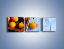 Obraz na płótnie – Brzoskwinie w drewnianej skrzyni – trzyczęściowy JN404W1