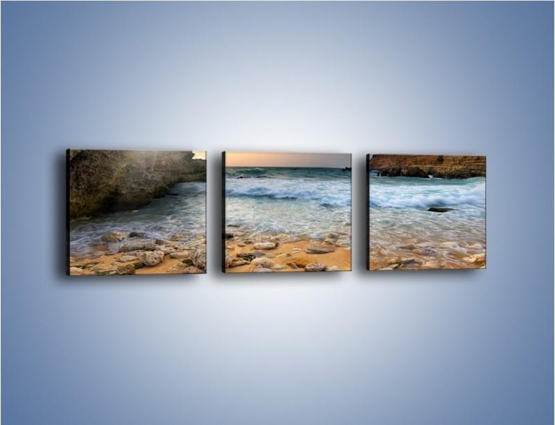 Obraz na płótnie – Kamienista plaża o poranku – trzyczęściowy KN043W1