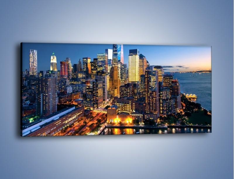 Obraz na płótnie – Zmierzch nad Manhattanem – jednoczęściowy panoramiczny AM749