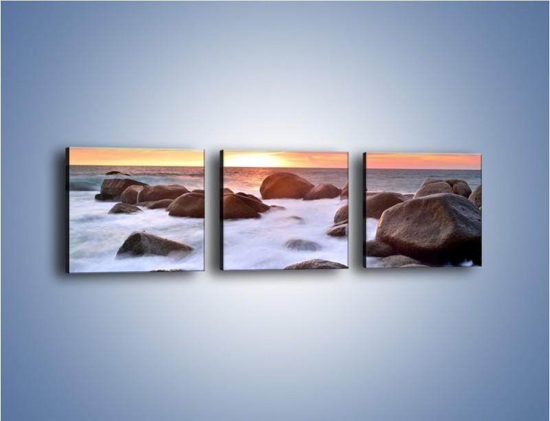 Obraz na płótnie – Kamienie zatopione w morzu – trzyczęściowy KN930W1