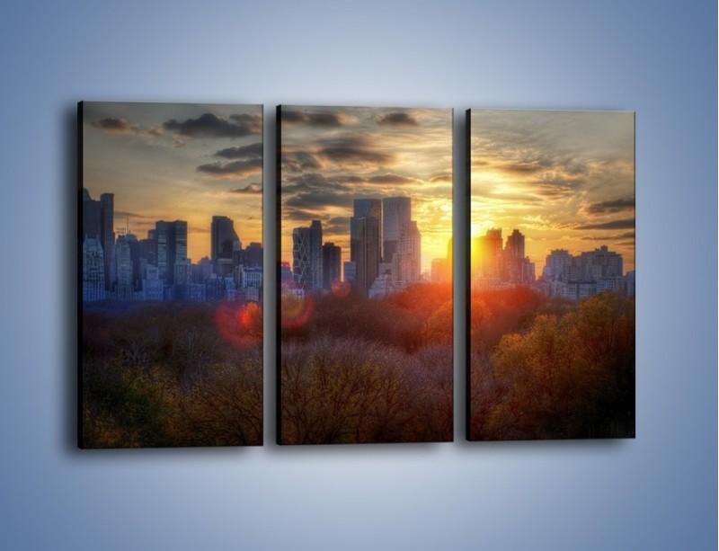 Obraz na płótnie – Wschód słońca nad miastem – trzyczęściowy AM318W2
