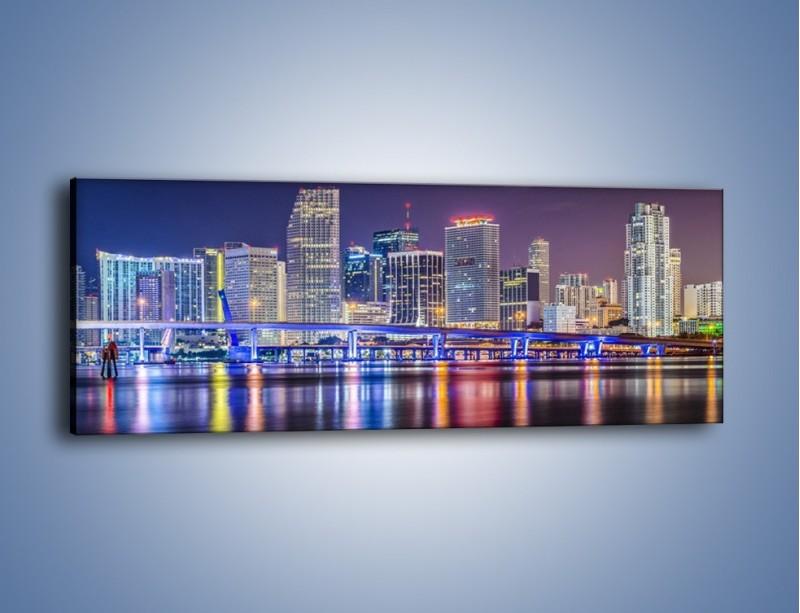 Obraz na płótnie – Światla Miami w odbiciu wód Biscayne Bay – jednoczęściowy panoramiczny AM813
