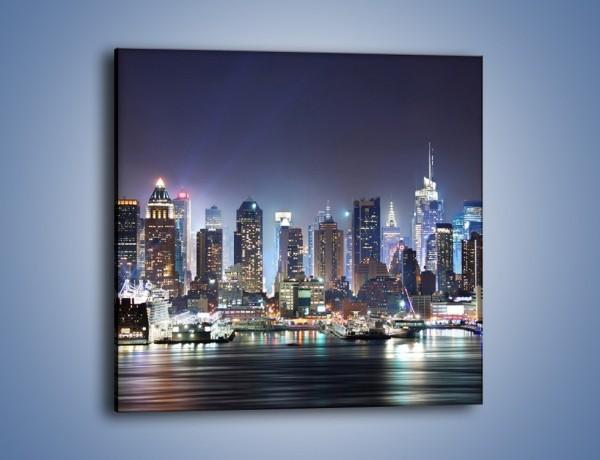 Obraz na płótnie – Oświetlone miasto nocą – jednoczęściowy kwadratowy AM034