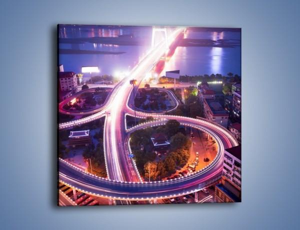 Obraz na płótnie – Rozświetlona droga prowadząca na most – jednoczęściowy kwadratowy AM036