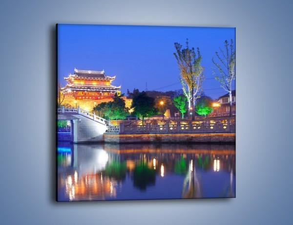 Obraz na płótnie – Dom w Japonii w świetle lamp nocnych – jednoczęściowy kwadratowy AM046