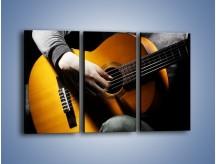 Obraz na płótnie – Chłopiec z gitarą – trzyczęściowy O109W2