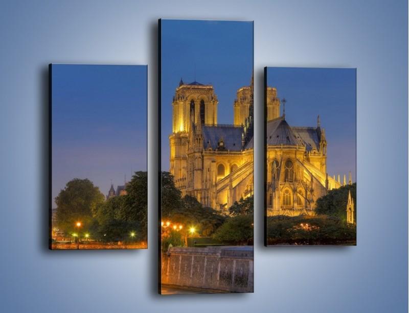 Obraz na płótnie – Kościół w świetle wieczornych lamp – trzyczęściowy AM170W3