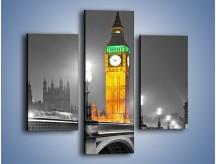 Obraz na płótnie – Oświetlony Big Ben na tle szarości – trzyczęściowy AM431W3