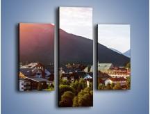 Obraz na płótnie – Austryjackie miasteczko u podnóży gór – trzyczęściowy AM496W3