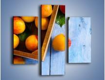 Obraz na płótnie – Brzoskwinie w drewnianej skrzyni – trzyczęściowy JN404W3